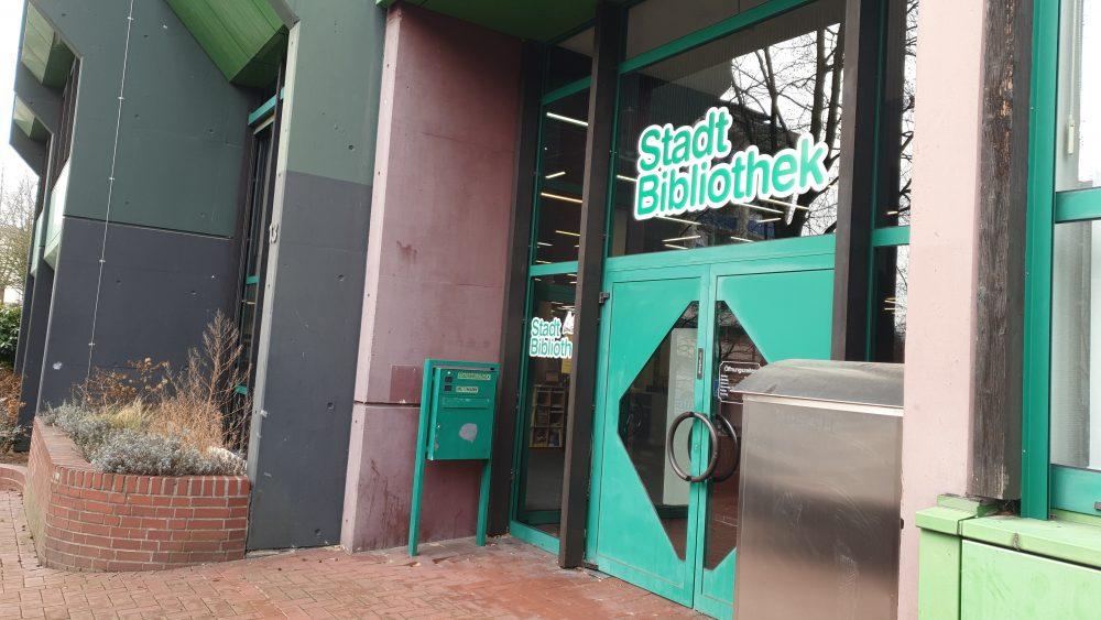 Die Mettmanner Stadtbibliothek an der Straße