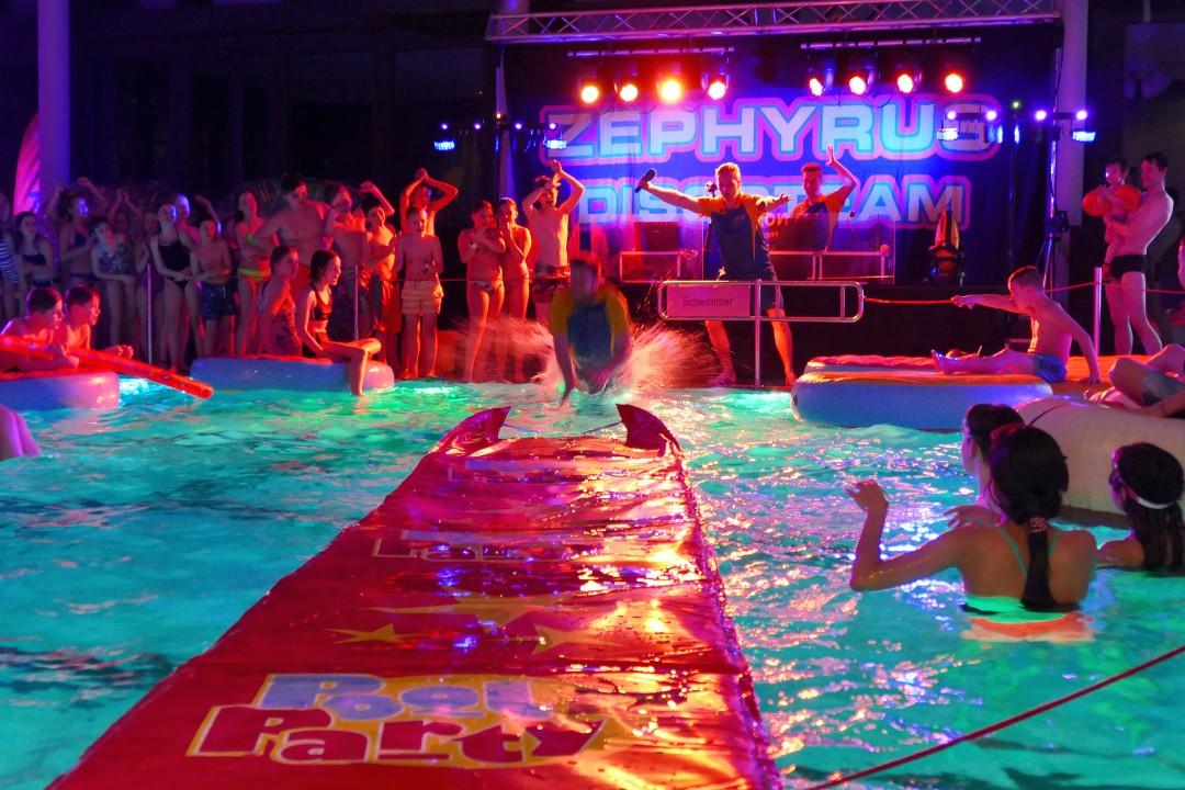 Musik und Spiele gibt es bei der Poolparty im Velberter Parkbad. Foto Zephyrus Bäder-Events