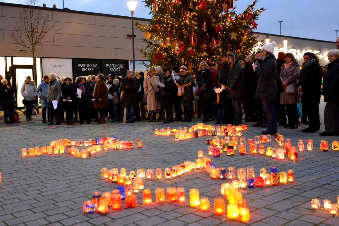 Auch im vergangenen Jahr leuchteten die Sterne auf dem Königshofplatz. Foto: Caritas