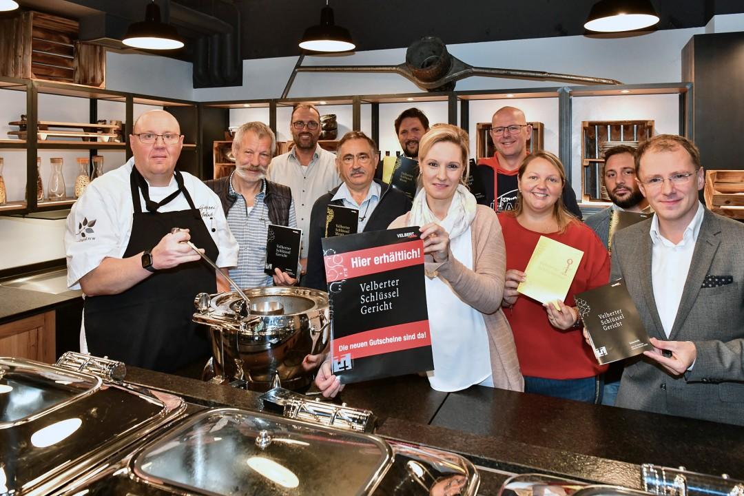 Die Schlüsselwirte und das Velberter Stadtmarketing haben die neuen Schlüsselgerichte vorgestellt. 26 Restaurants nehmen insgesamt an der Aktion teil. Foto: Mathias Kehren