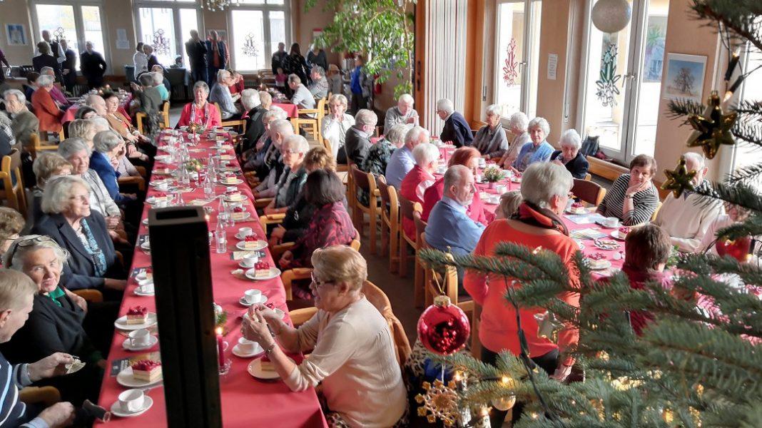 Volle Tische im evangelischen Gemeindehaus am Pütt. Foto: Bürgerverein
