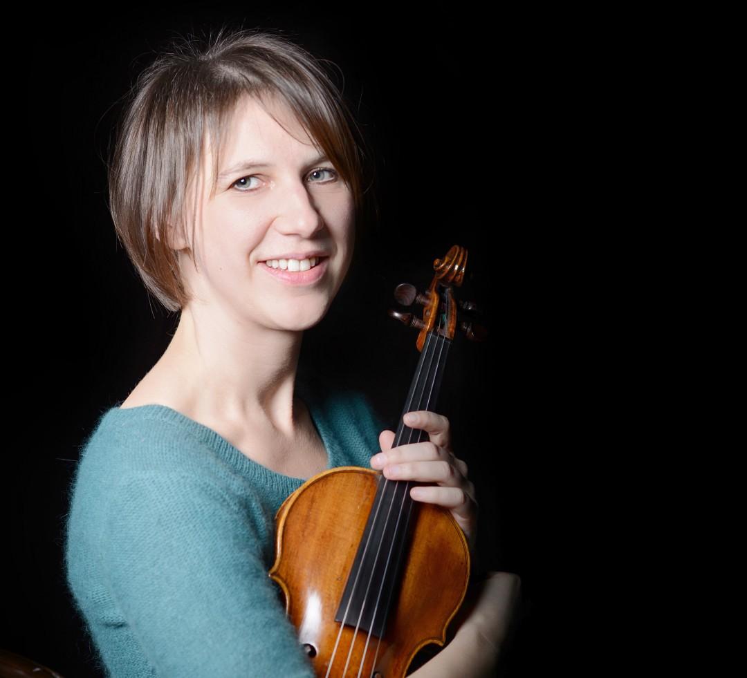 Auch sie spielt: Die Violinistin Hanna Kristina Schäfer. Foto: Saad Hamza