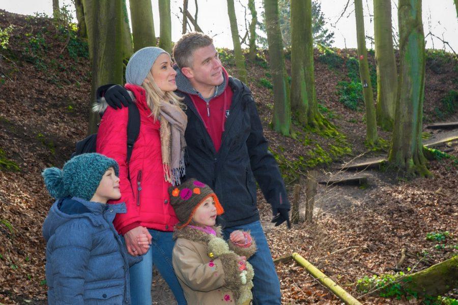 bei einer Winterwanderung können Familien gemeinsame Zeit verbringen. Foto: Chardin