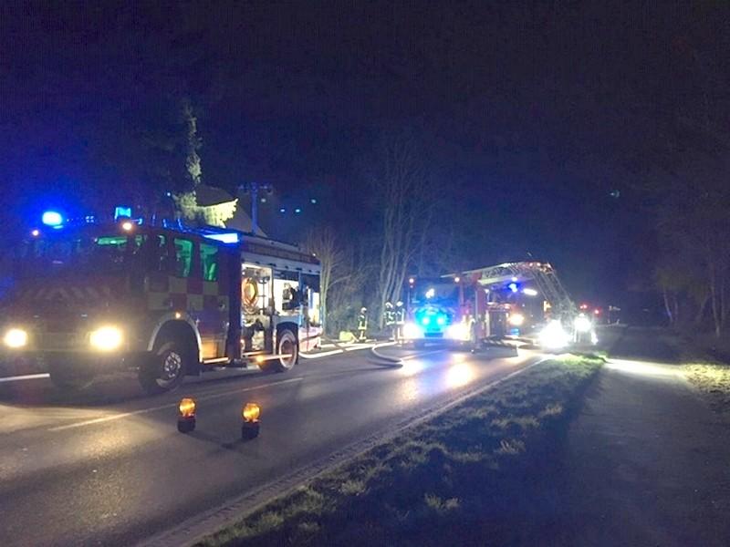 Die Einsatzfahrzeuge der Feuerwehr auf der Wülfrather Straße. Foto: Feuerwehr Mettmann