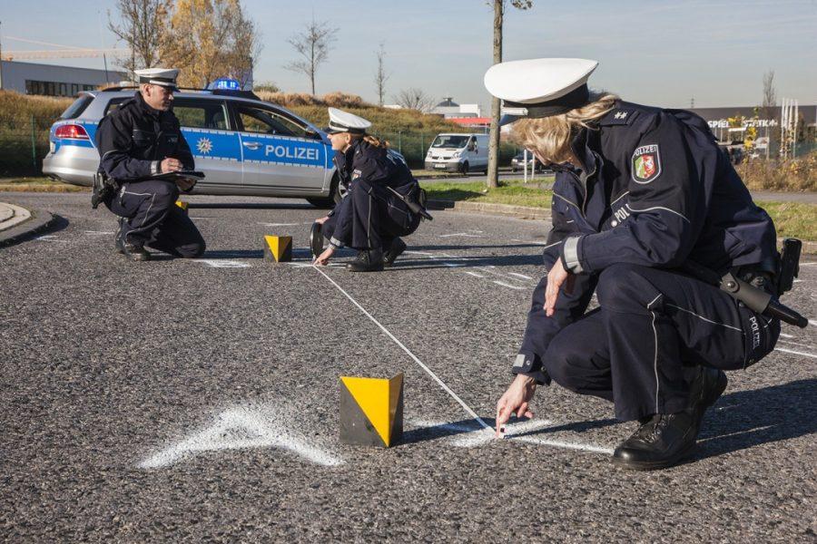 Speziell ausgebildete Ermittlerinnen und Ermittler der Direktion Verkehr der Kreispolizeibehörde Mettmann bearbeiten Unfallfluchten. Foto: Symbolbild (Polizei)