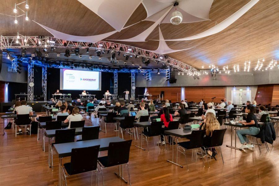 Die Sitzung des Jugendrates fand in der Stadthalle natürlich unter Beachtung der Corona-Vorschriften und –Auflagen statt. Foto: Maik Grabosch