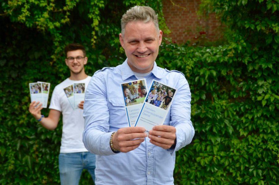 Bernd Goebel (r.), Leiter des FuD, und Eric Glindemann (l.) von der Lebenshilfe freuen sich auf zahlreiche Bewerbungen. Foto: Lebenshilfe