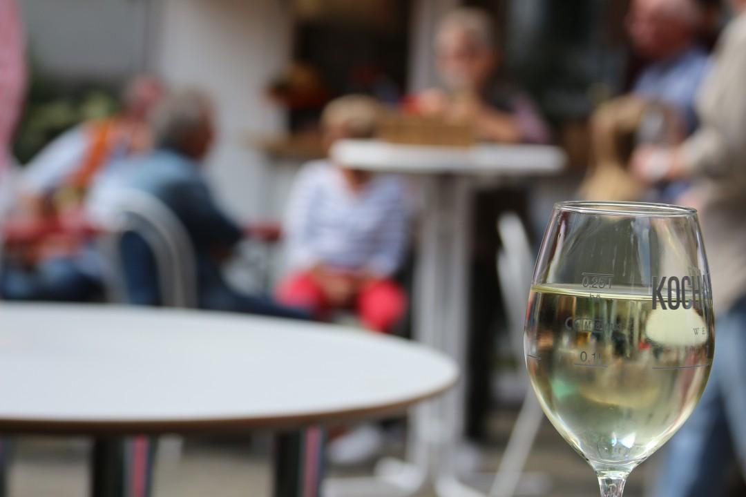 Wer auf den mettmanner Weinsommer nicht verzichten kann, bekommt mit der virtuellen Weinverkostung nun eine Alternative angeboten. Foto: André Volkmann