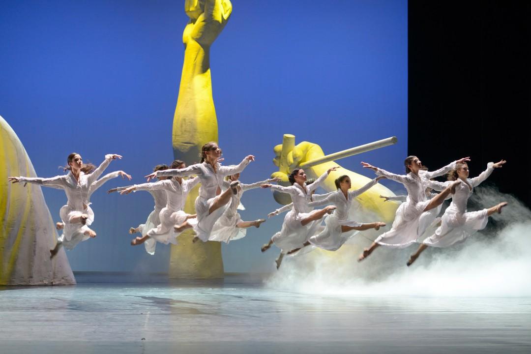Szene aus der Tanz-Hommage an Queen. Foto: Bettina Stöß