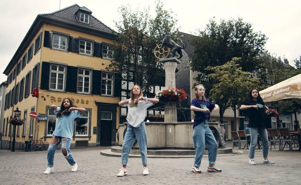 """Junge Tänzerinnen in Aktion: Bei Tanzprojekt """"Straight Outta Ratingen"""" handelt es sich um ein mehrmonatiges Tanzprojekt im Rahmen des Jugendkulturjahres. Foto: Nino Peschel"""