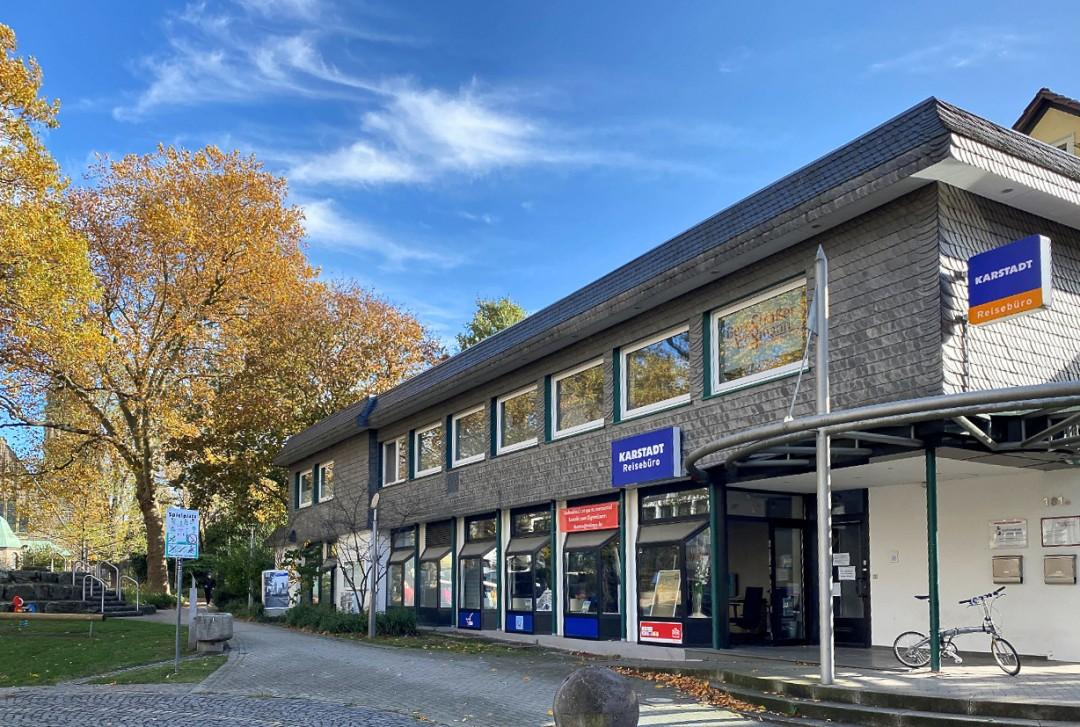 Das Karstadt Reisebüro habe seine Immobilie fluchartig verlassen, beklagt Vermieter Lopp. Foto: privat