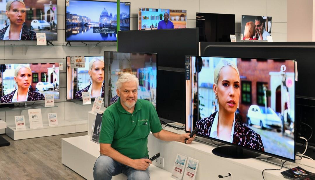 """Ulrich Schallowetz: """"Die Unterschiede zwichen den Geräten können Kunden hier bei uns im direkten Vergleich sehen."""" Foto: Mathias Kehren"""