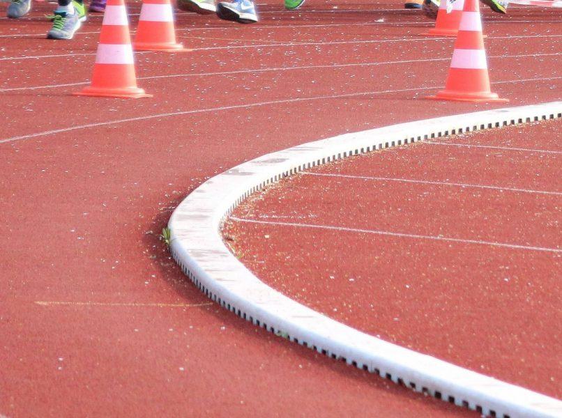 Die Tartanbahn am HHG in Metzkausen ist für Individualsport geöffnet. Foto: Volkmann