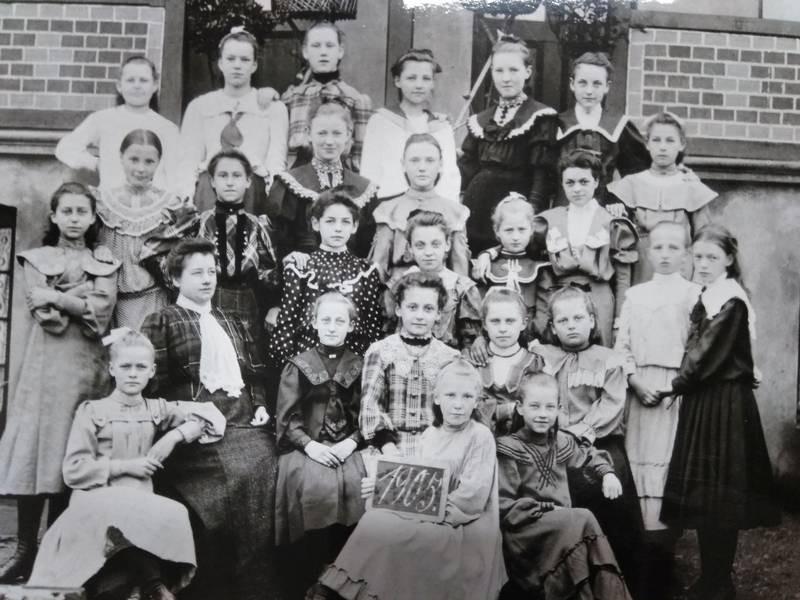 Eine Schulklasse im Jahr 1905. Foto: Stadtarchiv/Stadt Ratingen