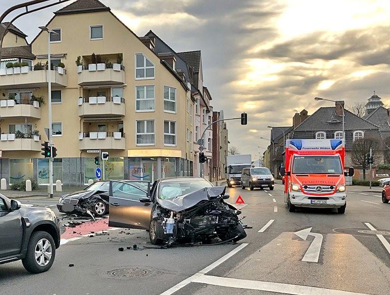 Zwei Autos prallten auf der Klotzstraße zusammen. Foto: Polizei