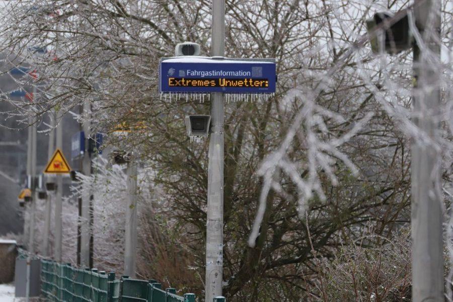 Wetterwarnung: Die Bahn fährt, aber es kommt zu Verzögerungen. Foto: Volkmann