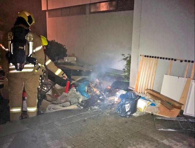 An der Jenaer Straße brannte ein Sperrmüllhaufen. Foto: Polizei