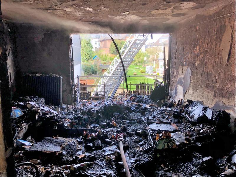 Die Wohnung ist ein Raub der Flammen geworden. Foto: Polizei