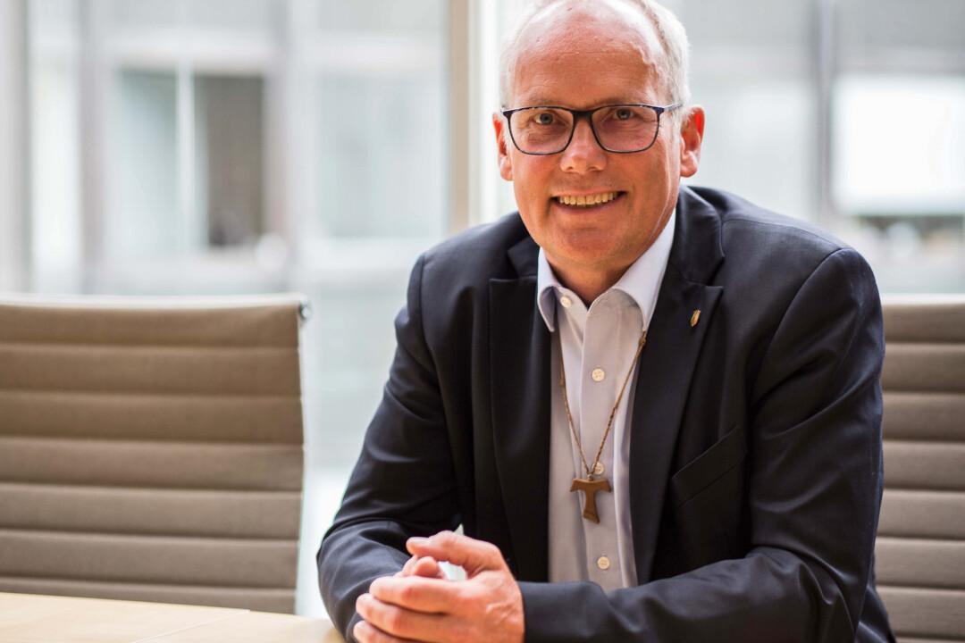 Der Landtagsabgeordneter Martin Sträßer informiert. Foto: Björn Ueberholz