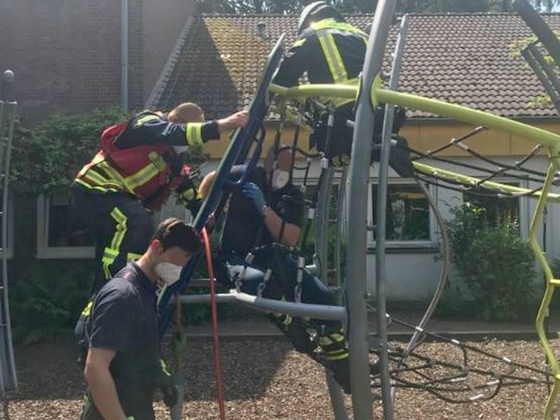 In diesem Klettergerüst hatte ein Kind sich den Arm eingeklemmt. Foto: Feuerwehr Langenfeld