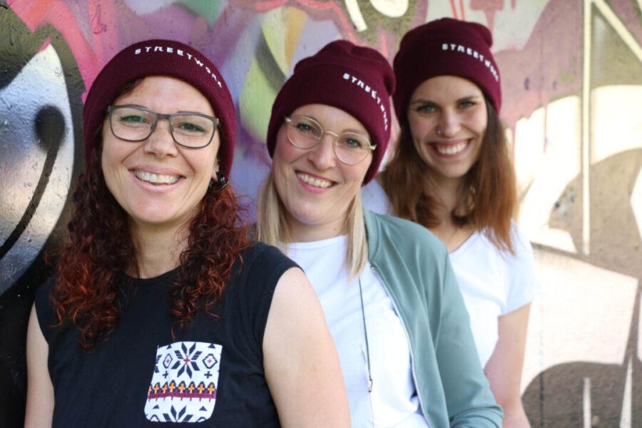 Zoe Kempkens, Lilian Fischer und Friederike Hegemann sind für die Caritas-Suchthilfe im Einsatz. Foto: Caritas