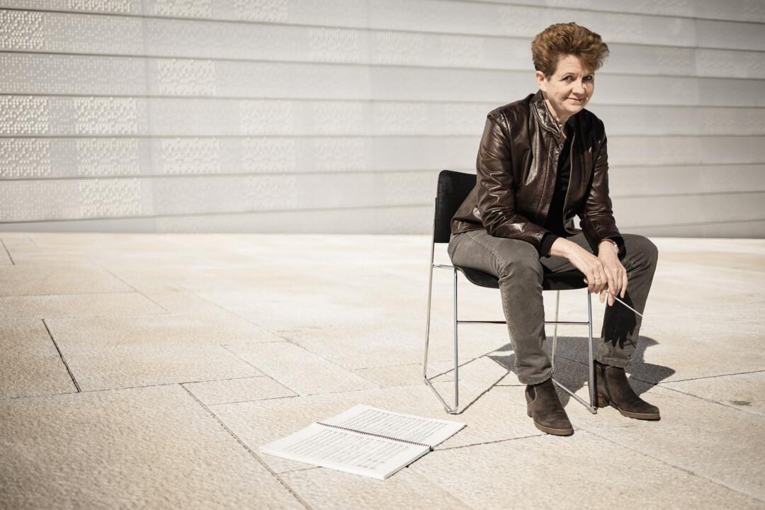 Am Mo. 14. Juni 2021 um 19:30 Uhr gibt Generalmusikdirektorin Julia Jones ihr Abschiedskonzert mit dem Sinfonieorchester Wuppertal in der Historischen Stadthalle Wuppertal. Foto: Daniel Häker