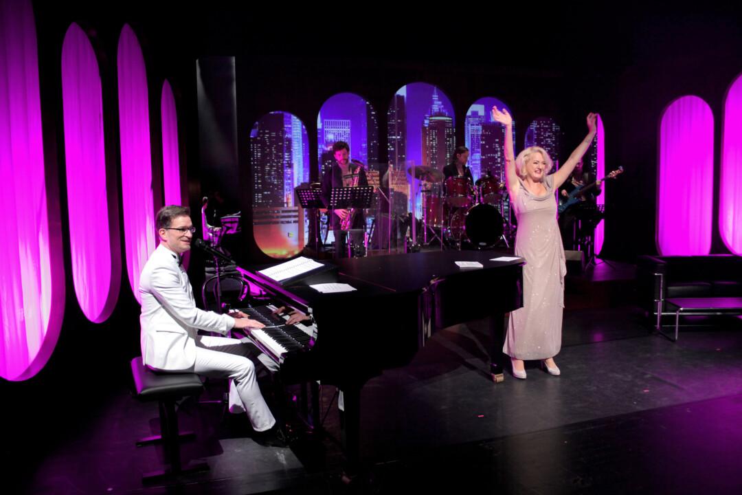 GurdunSchade und Christian Mäder bringen eine musikalische Hommage an Udor Jürgens auf die Bühne. Foto: Dietrich Dettmann