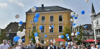 Die Beteiligten am Bündnis gegen Antisemitismus haben mit einer Soldiaritätsaktion auf die Bündnisziele aufmerksam gemacht. Foto: Mathias Kehren