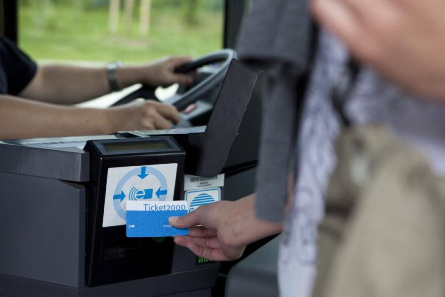 Wer ein Abo-Ticket besitzt, fährt in den Sommerferien gratis durch ganz NRW - und kann Begleitpersonen und Fahrräder mitnehmen. Foto: VRR