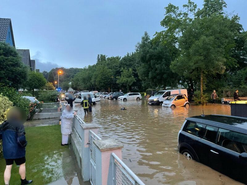 Hochwasser im Bereich der Mühlenstraße. Foto: FW Erkrath