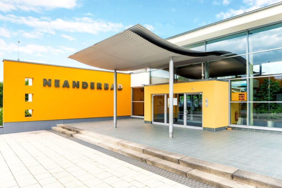Eingangsbereich Neanderbad. Foto: Stadtwerke Erkrath GmbH