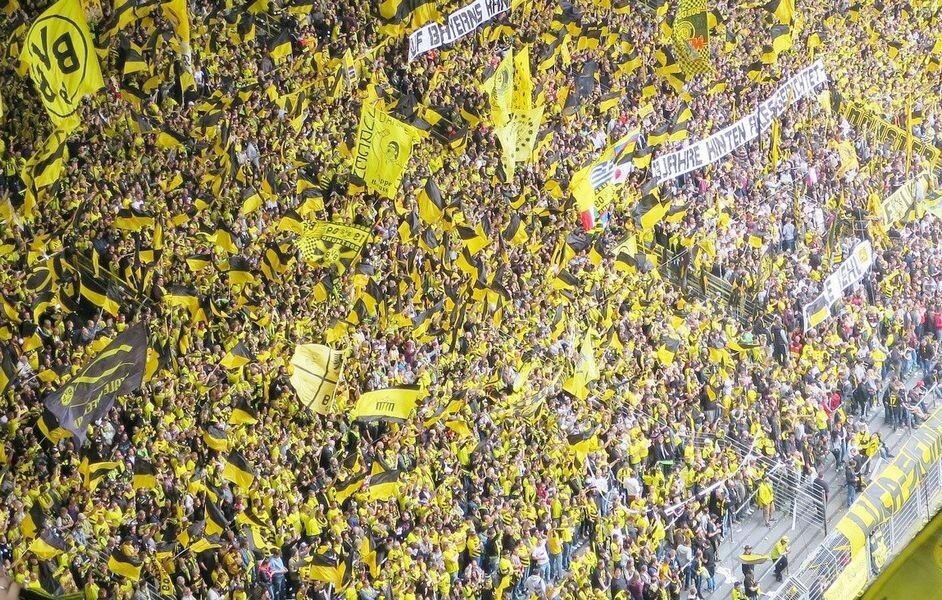 Zahlreiche Fans jubeln ihrer Borussia zu. Foto: pixabay