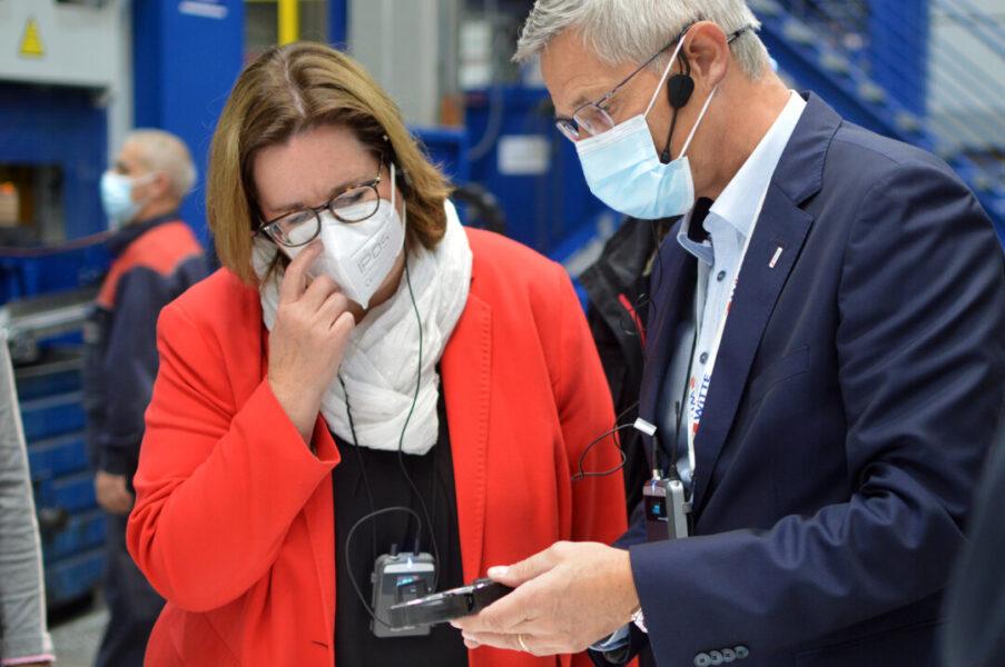 Kerstin Griese mit Burkhard Erkens, Geschäftsführer von Witte Niederberg. Foto: Büro Griese