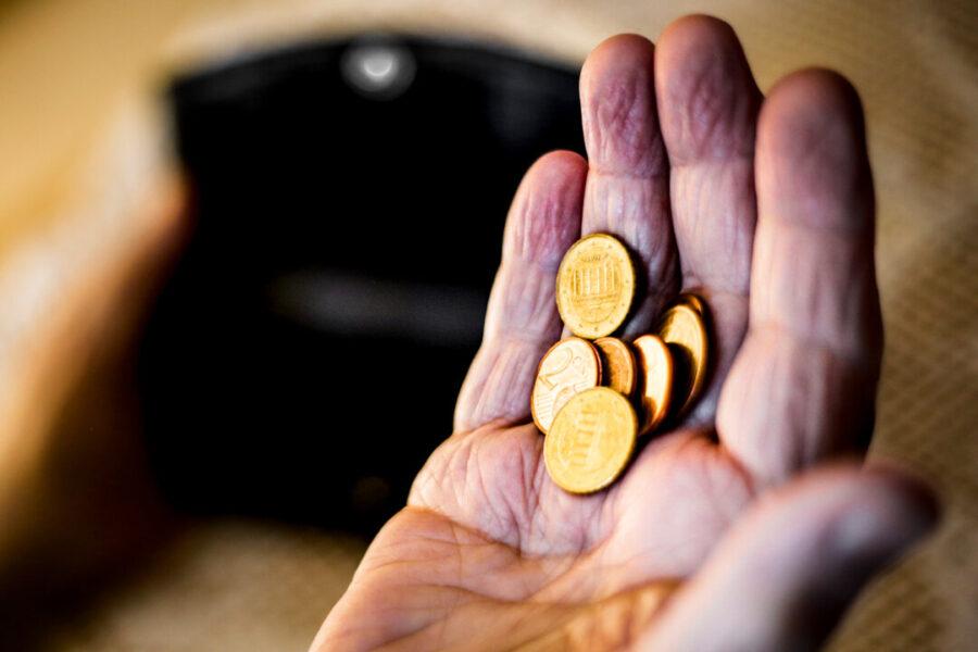 Obwohl sie jahrzehntelang gearbeitet haben, sind immer mehr Menschen von Altersarmut betroffen. Die nächste Bundesregierung müsse dagegen vorgehen und die gesetzliche Rente ausbauen, fordert die Gewerkschaft NGG. Foto: NGG/Alireza Khalili