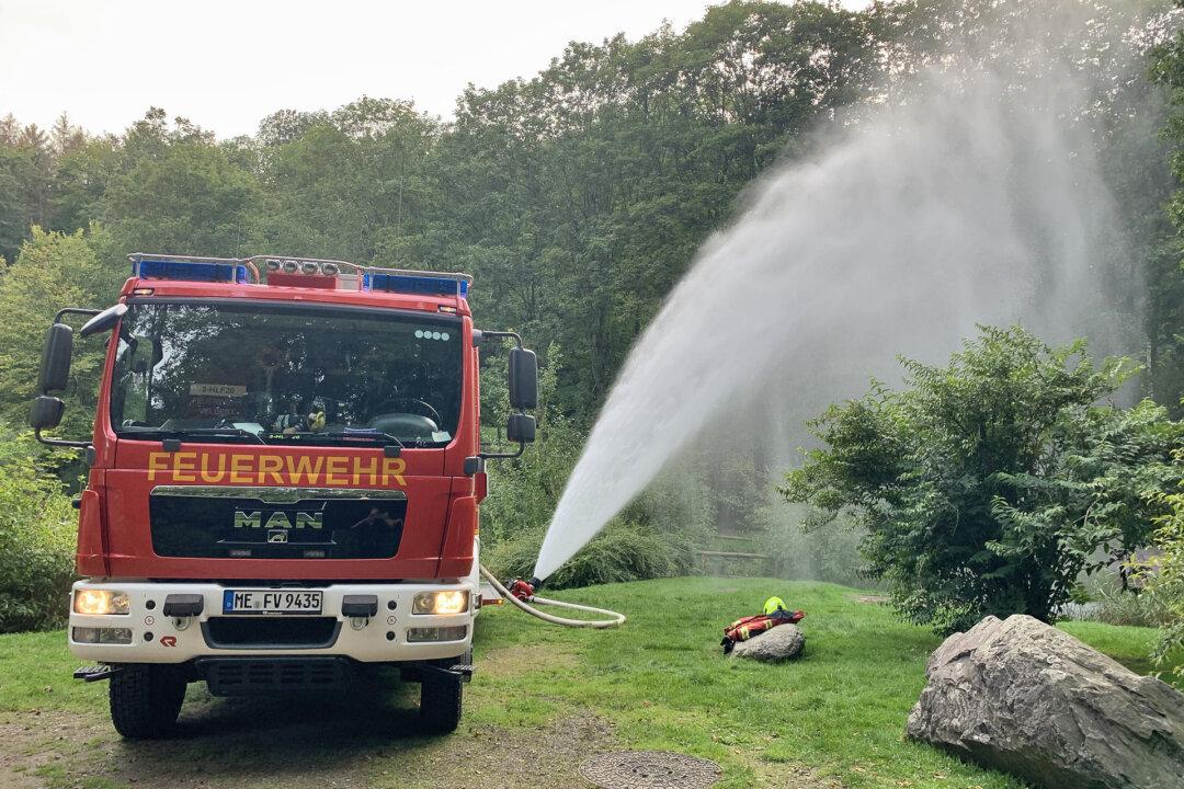 Die Feuerwehr war am Ententeich vor Schloss Hardenberg im Einsatz. Foto: Feuerwehr Velbert