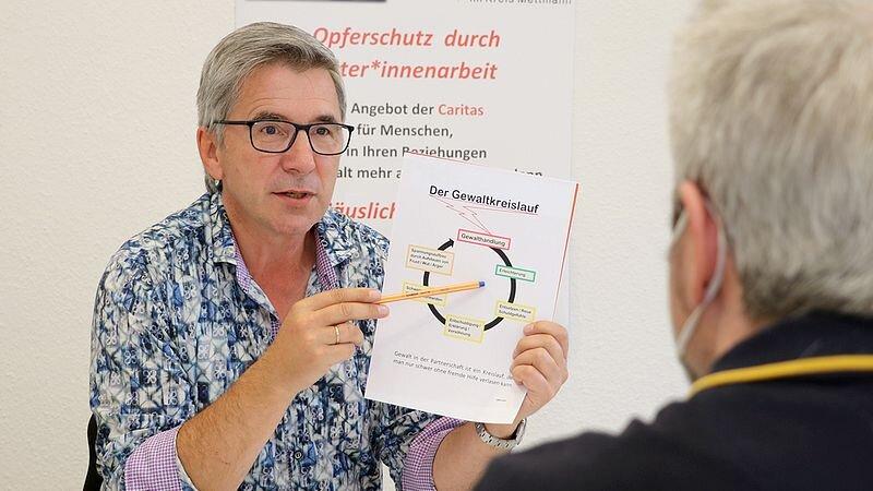 Andreas Smolka leitet im Kreis Mettmann die Caritas-Fachstelle für Gewaltprävention. Foto: Caritas